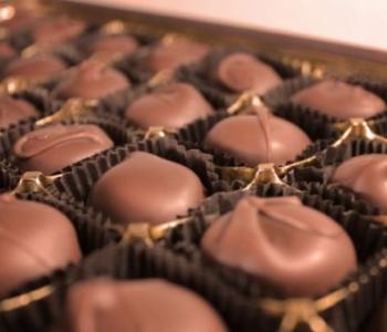 Gold-box-delicious-assortment-gourmet-milk-chocolates-510x340